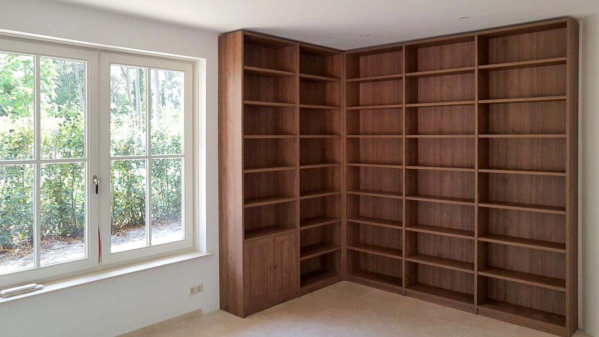 Moderne Eiken Boekenkast.Een Boekenkast Industrieel Klassiek Of Strak Met Deuren Of Open
