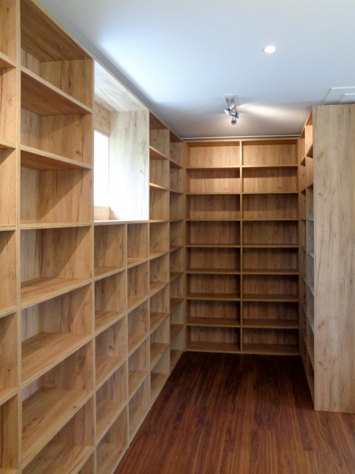 Een boekenkast, industrieel, klassiek of strak, met deuren of open ...