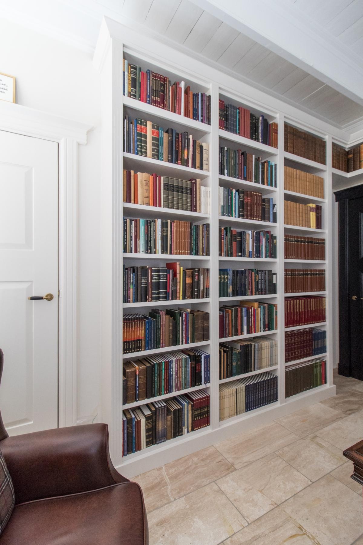 boekenkast met klassieke details